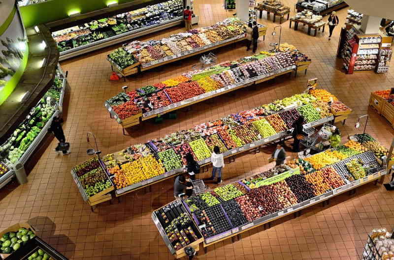Les sur quantités présentes dans nos magasins sont responsables de la sur consommation. Un modèle à ne surtout pas suivre.