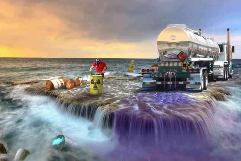 La mer est la poubelle des hommes.